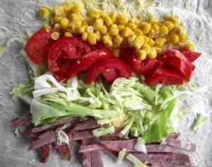 лаваш с кукурузой, ветчиной и капустой