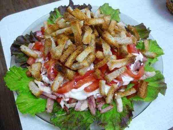 Салат с ветчиной и помидорами