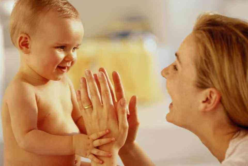 развитие ребенка в 5 месяцев игры
