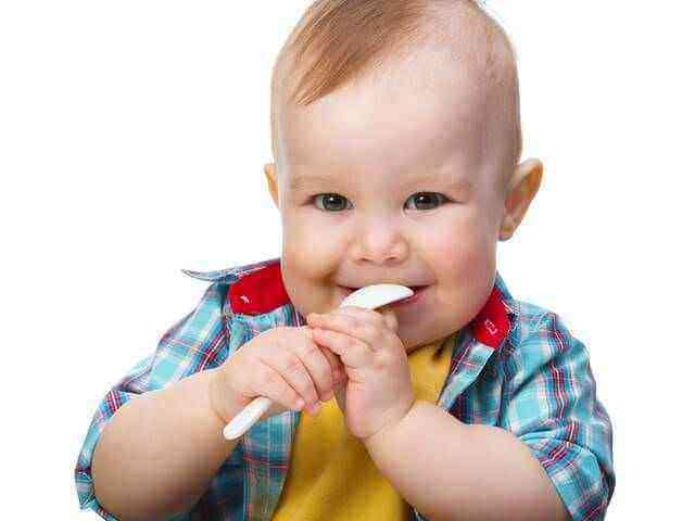 Развитие мальчика в 8 месяцев