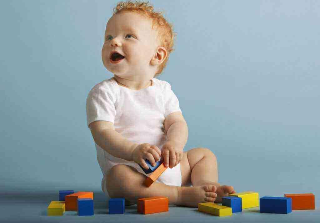 Развитие мальчика в 10 месяцев