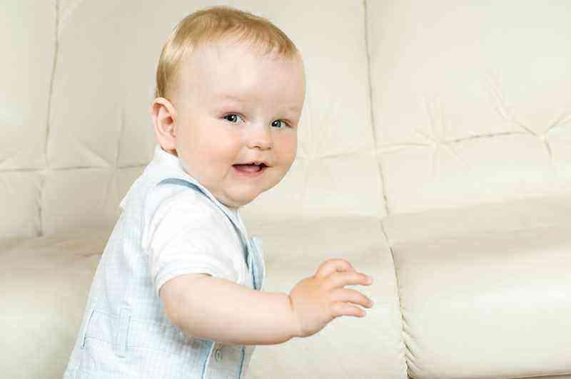 Развитие мальчика в 9 месяцев