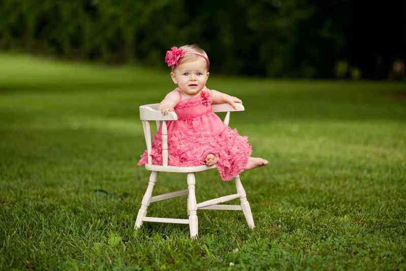 Развитие девочки в девять месяцев