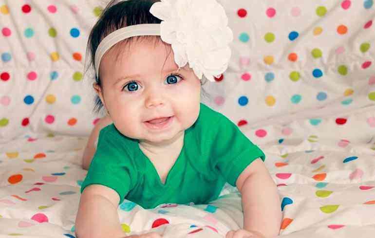 развитие девочки в шесть месяцев