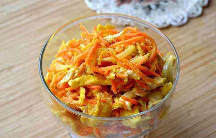 Вкусный салат с курицей и морковью