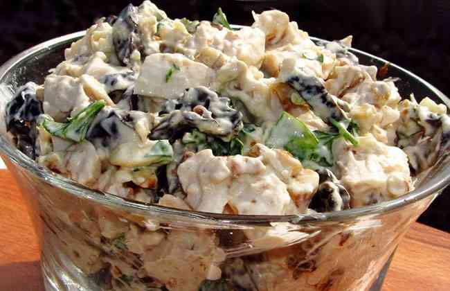 Салат с черносливом и говядиной
